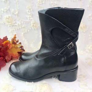 Clarks black leather ankle boots a/ buckle zipper